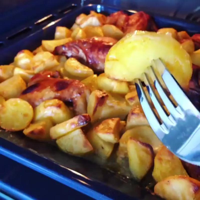 Сочная курица с картофелем в духовке
