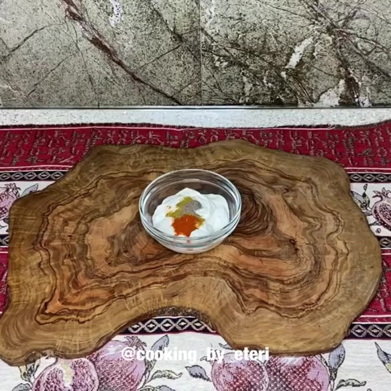 Курица в сметанно-горчичном соусе (ингредиенты указаны в описании видео)