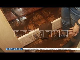 Три этажа в многоквартирном доме залило грязью из-...