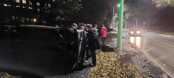 В Академгородке на улице Пирогова автомобиль «Жигу...