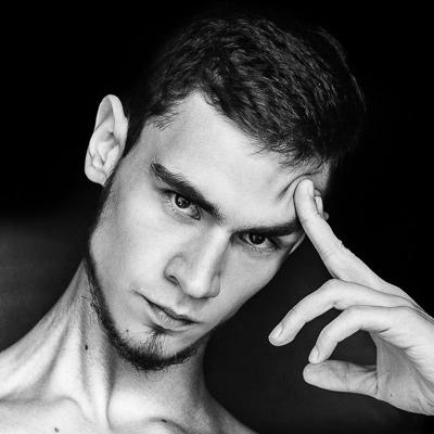 Олег Наумов